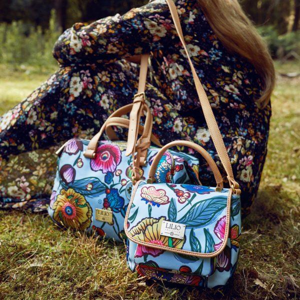compact shoulderbag blue with shoulder strap and floral dress